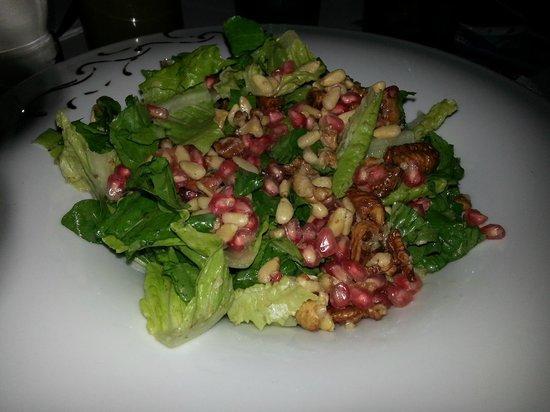 Edesta: Pomegranates, figs and lettuce