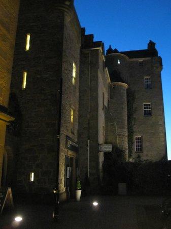 Dornoch Castle Hotel: Dornock Castle at night fall
