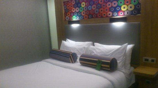 Aloft Bursa Hotel : queen bed