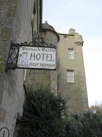 Dornoch Castle Hotel: Dornock Castle in the day