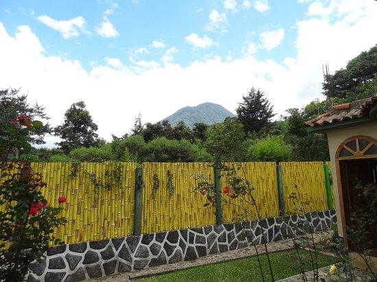 El Artesano Wine and Cheese Restaurant: Volcan San Pedro