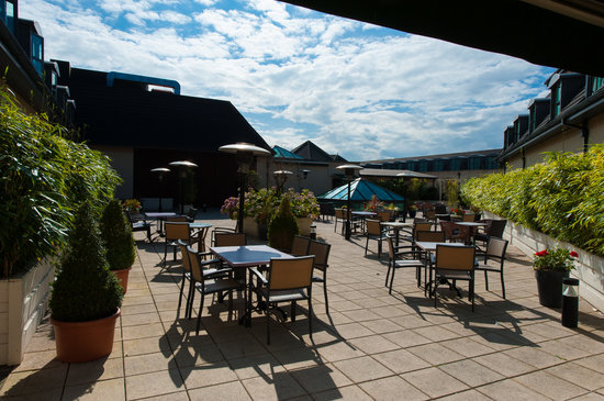 Westgrove Hotel and Conference Centre: Cigar Bar Roof Terrace