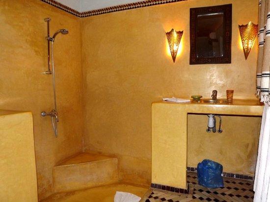 Riad Dar Nael: Bagno camera