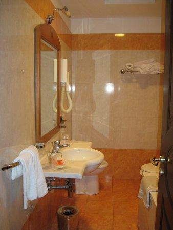 Ulisse Deluxe Hostel: salle de bain