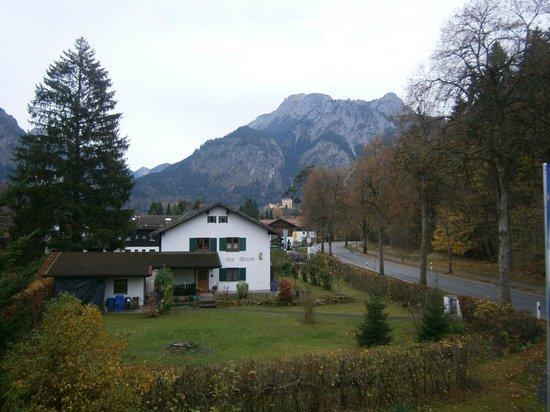 Hotel Waldmann: Vista dal terrazzo al primo piano, verso i castelli