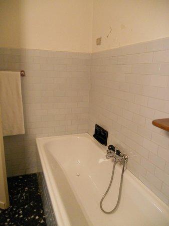 Hotel Brescia: bagno con vasca senza tenda per la doccia