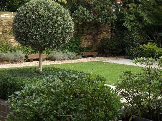 Hotel 55: Garden