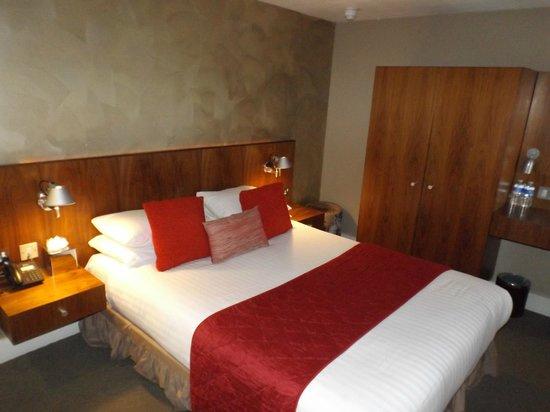 Hotel 55: Room