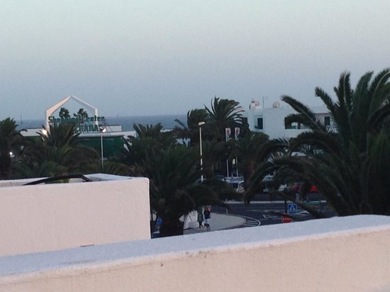 H10 Suites Lanzarote Gardens: Sunset - view from room 312