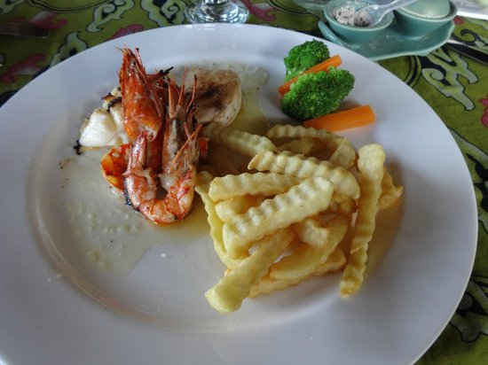 Alam Puri Art Museum & Resort: seafood plate
