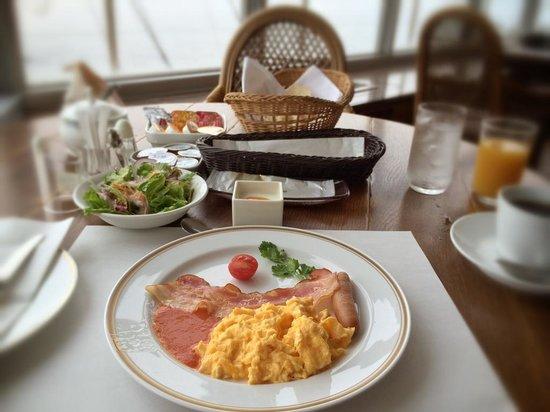 Sajima Marina Hotel: 朝食はアメリカンブレックファスト。パンはおかわり可能。