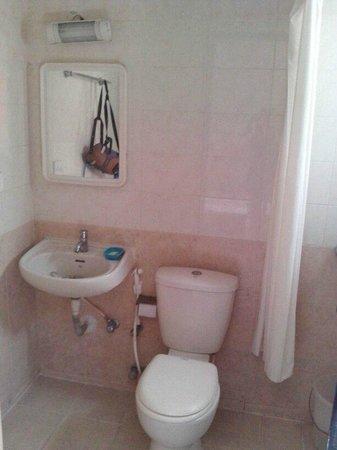 Woodstock Express : Bathroom