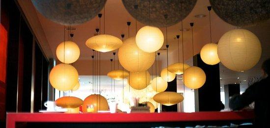 citizenM Glasgow: Bar lights