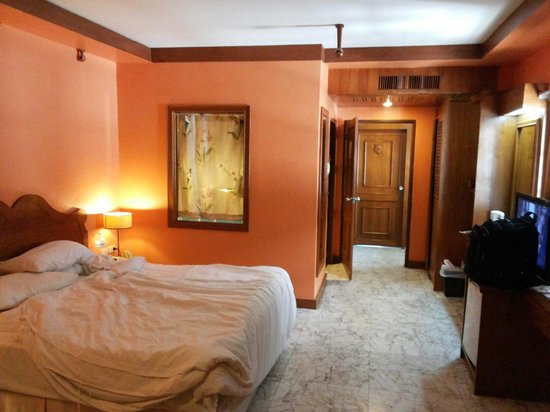Baumanburi Hotel : This is the superior room in the old building