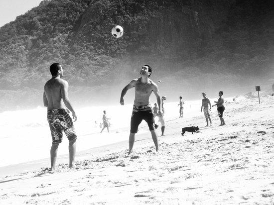 Prainha Beach: Altinha game