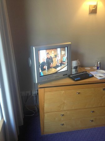 Maryborough Hotel & Spa : Modern TV (for the 1970's!)