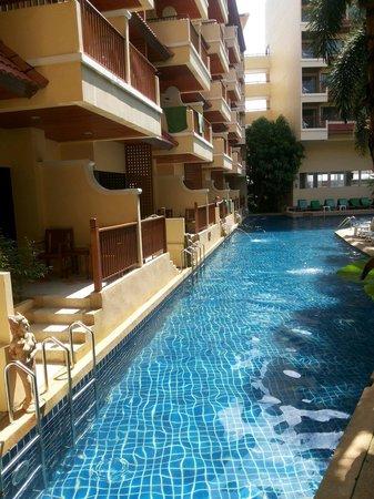 Baumanburi Hotel : Big pool