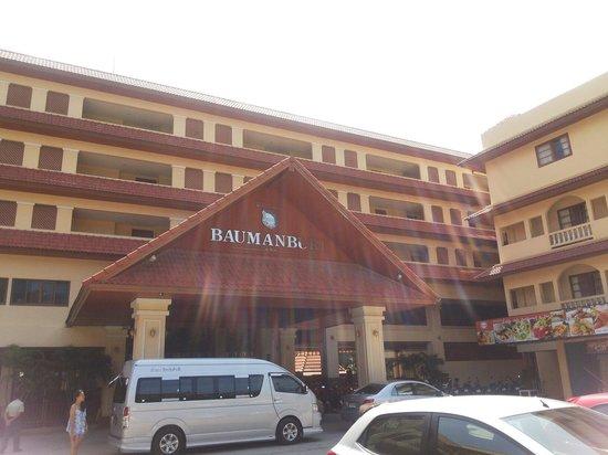 Baumanburi Hotel: Hotel looks forward