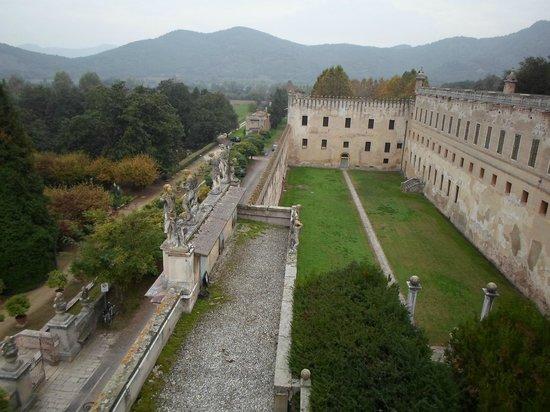 Battaglia Terme, Italy: La corte del castello dall'alto