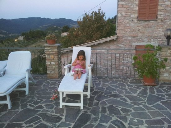 La Terrazza del Subasio: relaxing on the terrace