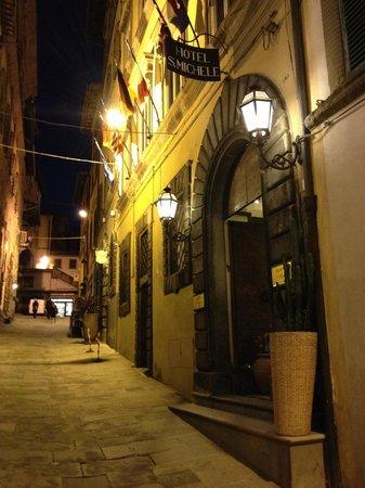 Hotel San Michele : Nur ein paar Schritte zum Platz.
