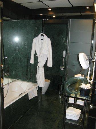 Hilton Madrid Airport : Ванная комната