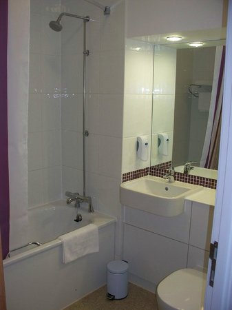 Premier Inn Frome Hotel: bathroom