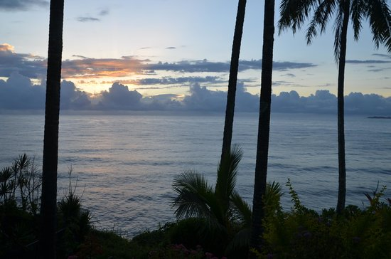 Hale Kai Hawaii Bed & Breakfast: Sun rise from our room