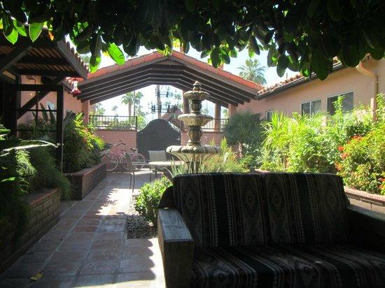 Hotel California : Entrance way
