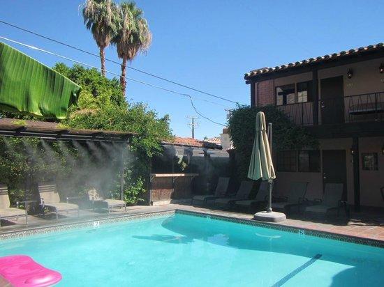 Hotel California: Pool