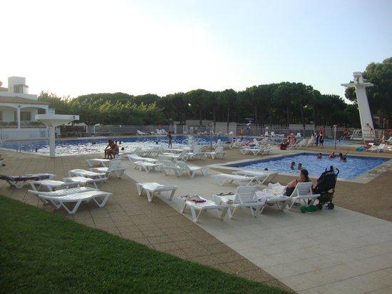 Camping Sandaya Cypsela Resort : vue de la piscine