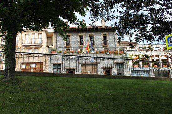 Hospederia Sagasta : fachada desde la carretera