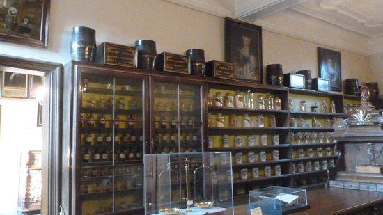 Sint-Janshospitaal : Intérieur de la vieille pharmacie