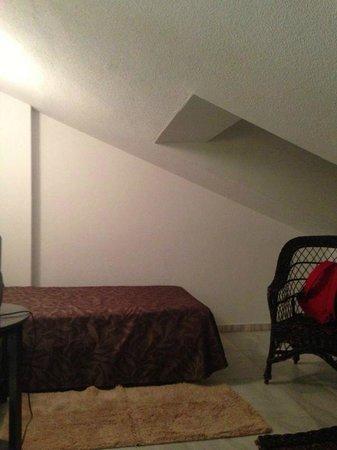 Hotel Suances: Habitación abuhardillada