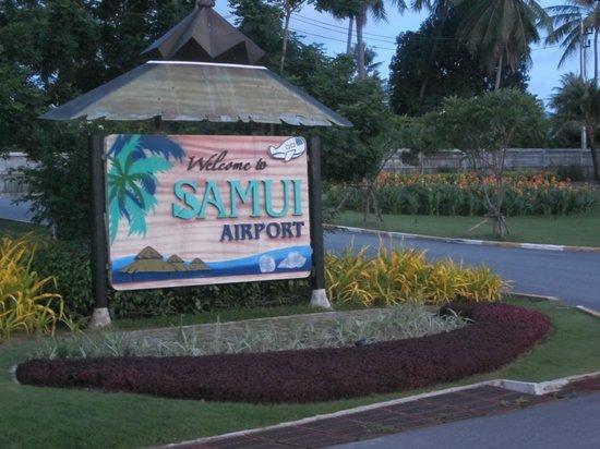 First Bungalow Beach Resort: Man hälsades välkommen när man landade in på Koh Samui.