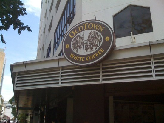 Oldtown White Coffee: 看板もほどよく目立っていました。