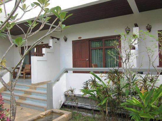 First Bungalow Beach Resort: Min bungalow var trivsam och praktisk för mig.