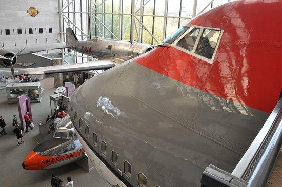 Smithsonian American Art Museum: スミソニアン展示の旅客機