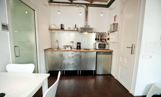 Barceloneta Suites: cocina