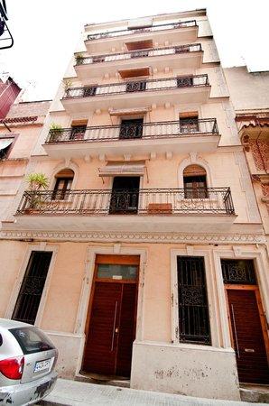 Barceloneta Suites: fachada de grau i torras