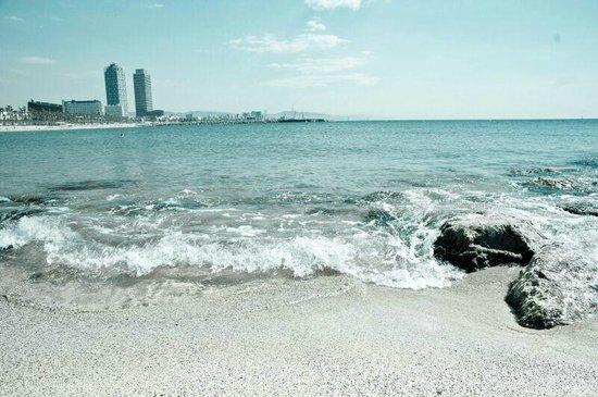 Barceloneta Suites: playa cercana 1