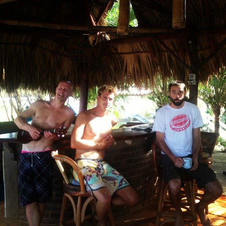 Rise Up Surf Tours Nicaragua: chilling and surf watch