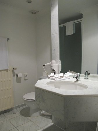 Best Western Residence Cour Saint Georges: Bathroom