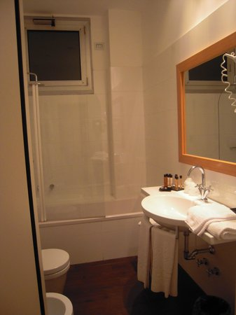 Canada Hotel: Banheiro