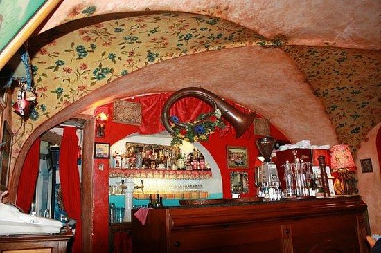 Gitanes: над барной стойкой