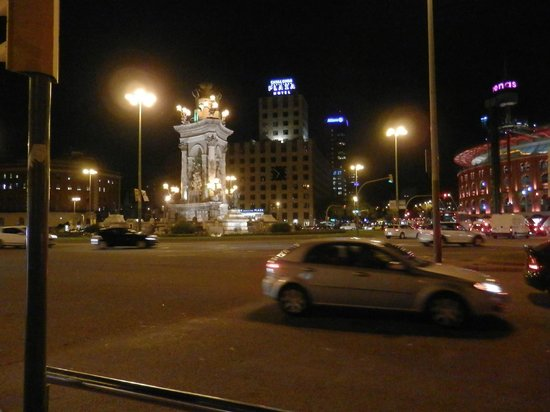 Gran Hotel Torre Catalunya: View from Placa Espanya