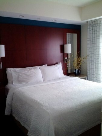 Residence Inn East Rutherford Meadowlands : King size bed