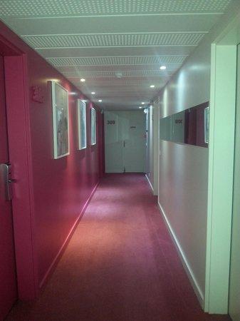 Ibis Styles Menton Centre: corridoio 3°piano