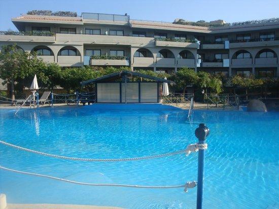 Fiesta Hotel Athènee Palace: Piscina