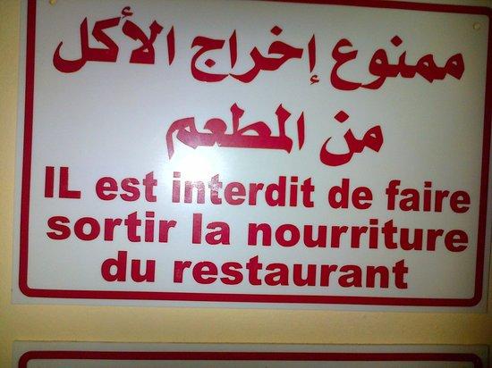 Marina Palace: écriteau a l'entrée du restaurant